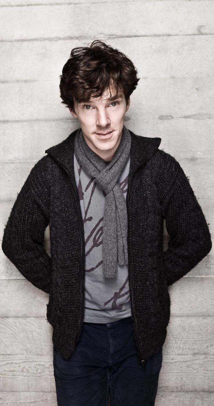 Benedict Cumberbatch is in casual clothing. This is the strangest thing I've ever seen.
