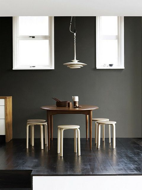 Simple, clean eating area.: Dining Rooms, Wall Colors, Blank Wall, Interiors Design, Black White, Fashion Blog, Modern Home, Prue Rusco, Gray Wall