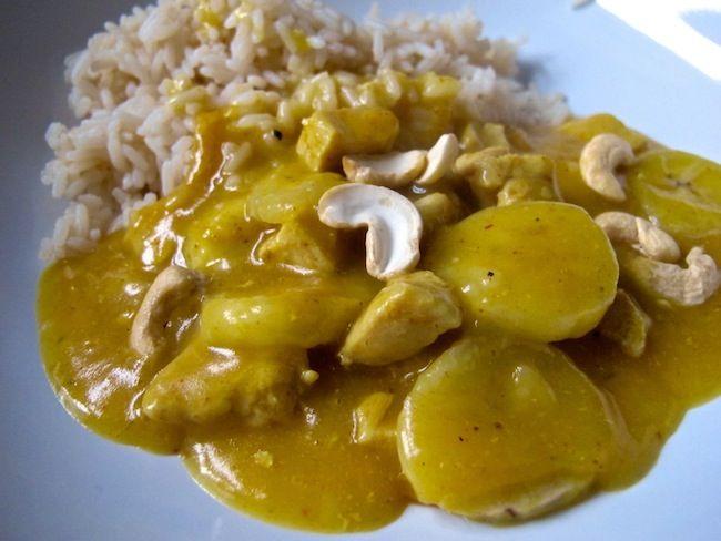 Kycklinggryta med banan och nötter är en snabb och enkel gryta med kyckling som verkligen passar till det mesta. Vi brukar äta den med ris vilket passar al