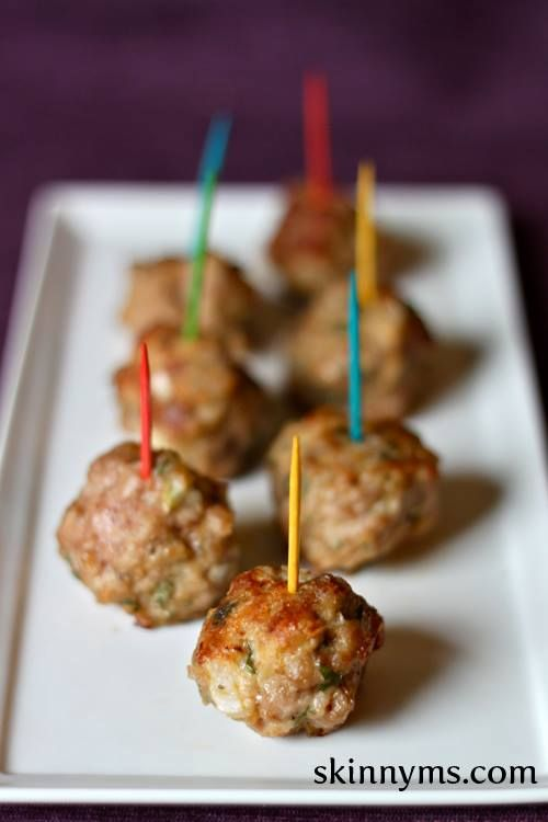 These spicy meatballs are a great snack, especially with the Super Bowl coming!  #SuperBowl #snacks #healthy