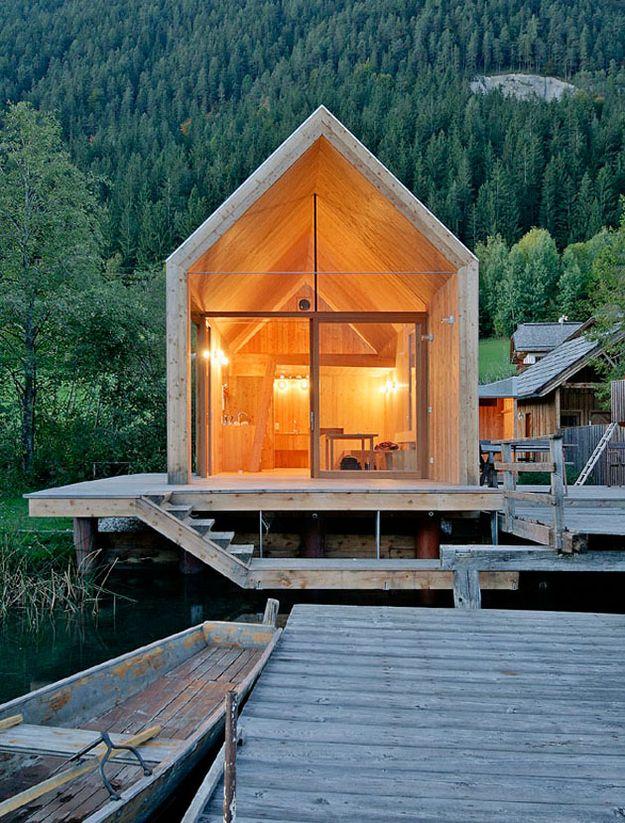 31 Dream Houses In The Woods  テラスやデッキ、ベランダの隙間に「住まい」の空間がある感じ。