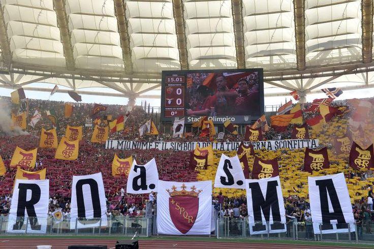 #Coreografia dei tifosi romanisti in @OfficialASRoma-@officialsslazio durante il campionato di calcio @SerieA_TIM 2013-2014