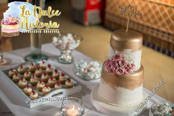 Torta y mesa de dulces para boda