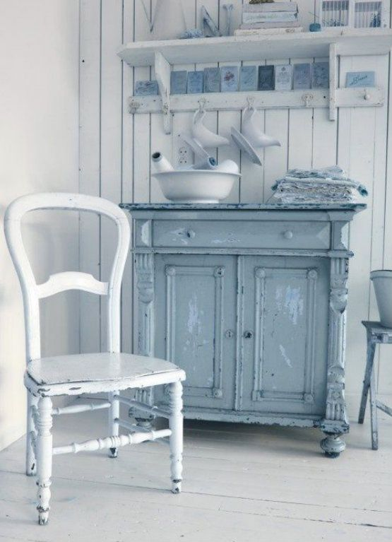 Another color scheme to the vintage shabby chic style - Vintage & antique blue cottage home decor from #RubyLane @rubylanecom www.rubylane.com