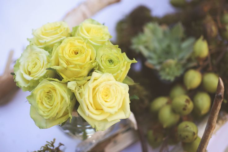 Lime tea roses add a great freshness to a warm colored theme