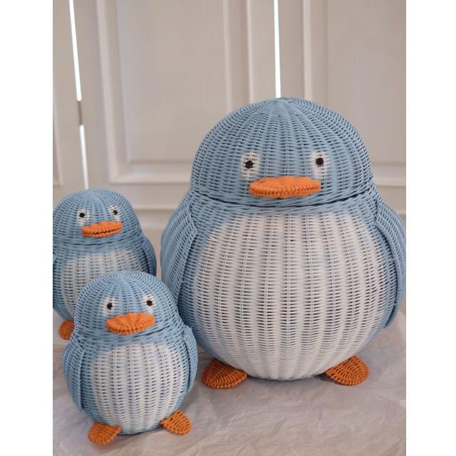 penguin kids and momma penguin