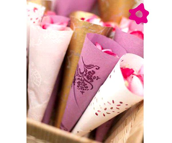 Pétalos de rosa para lanzar a los novios (Vía @bodaclick)