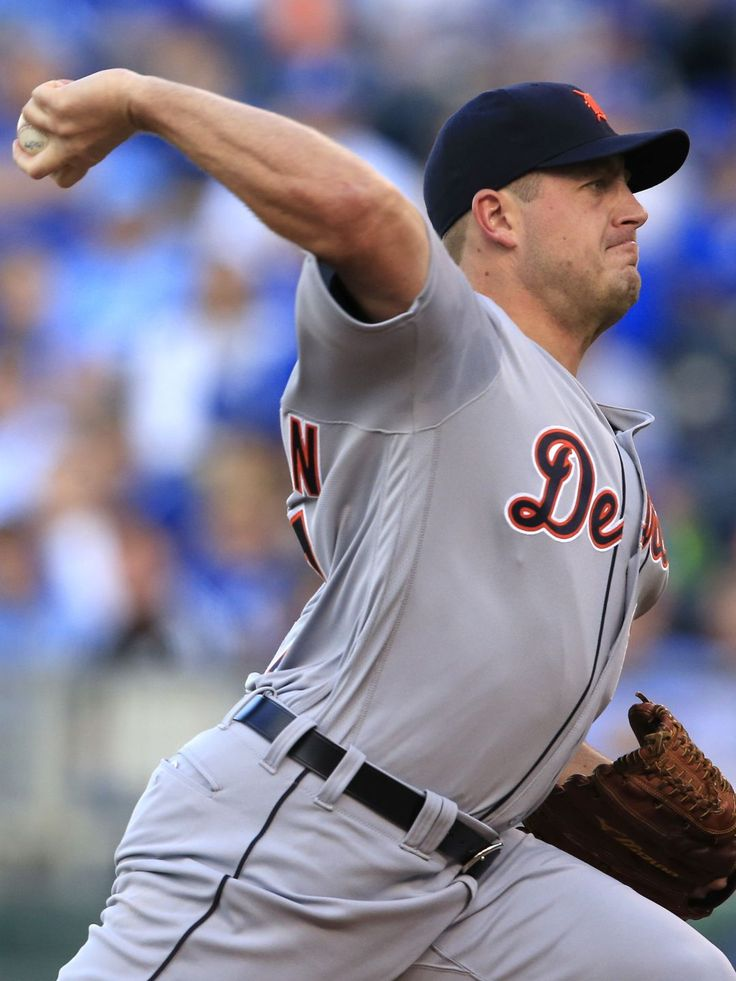 Starting pitcher Jordan Zimmermann delivers to a Kansas City Royals batter during the first inning, 04/20/2016