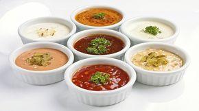 Maioneza poate fi cu ușurință înlocuită cu alt sos, mai ușor și mai puțin nociv, care va da un nou gust mâncării deja cunoscute. Aceste sosuri delicioase pentru salate, carne sau pește sunt foarte simplu de preparat, din ingrediente accesibile și mereu prezente în bucătărie. Vă prezentăm 10tipuri de sosuri delicioase. 1. Sos cu smântână …