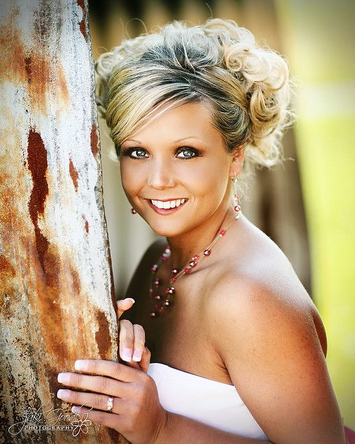 bridal portrait, maybe could do this by a door? Good way to display ring, too!
