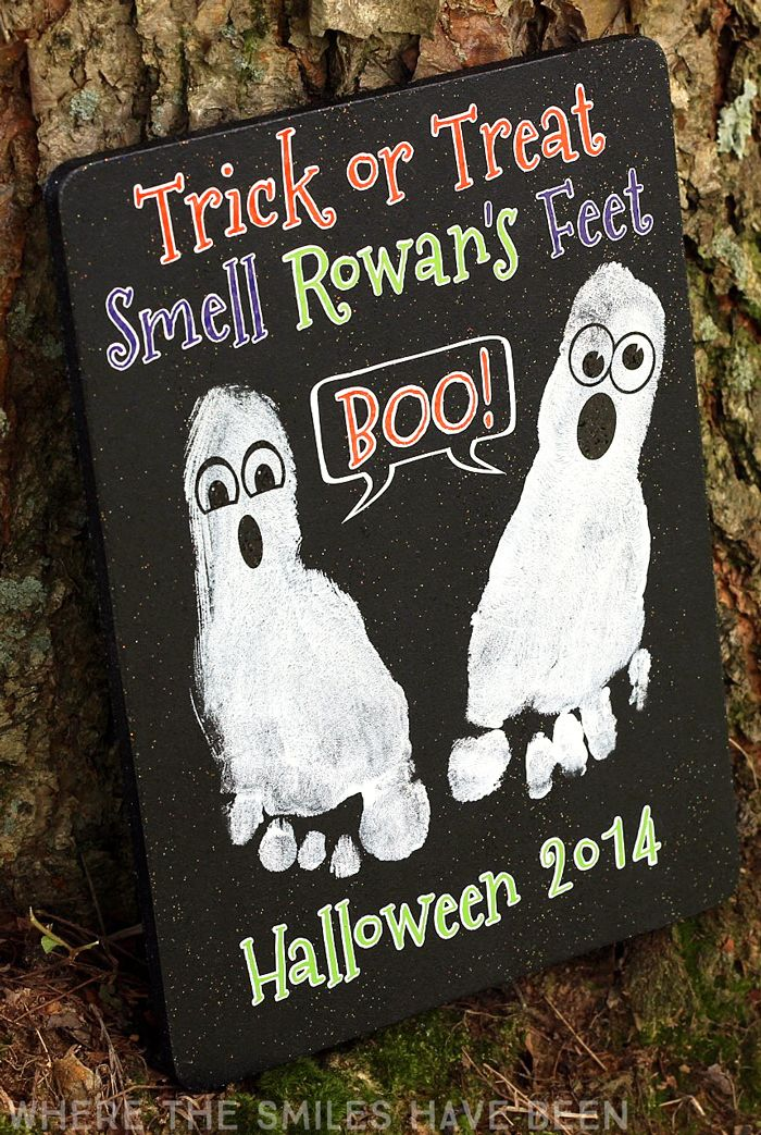 This is so adorable!  What a great keepsake idea from a baby's first Halloween!  Halloween Footprint Craft: A Ghostly Keepsake! | Where The Smiles Have Been
