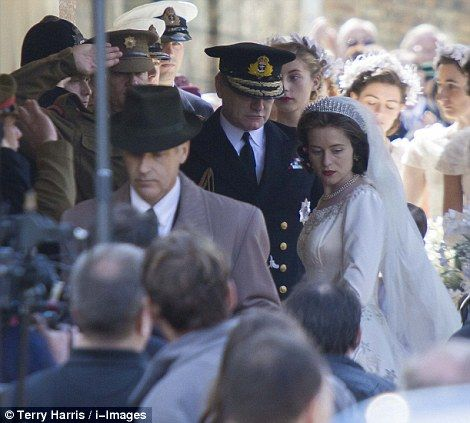 On set, actress Claire Foy portraying the Queen stand next to her on-screen father playing King George VI. The Queen's 1947 wedding to Prince Philip comes to Netflix in The Crown   Daily Mail Online