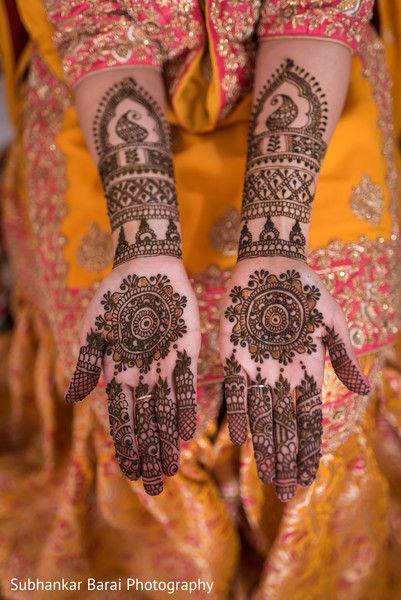 Hand bridal henna design. http://www.maharaniweddings.com/gallery/photo/104627