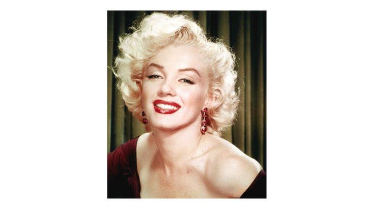 O que Marilyn Monroe guardava em sua gaveta de maquiagens É inegável como Marilyn Monroe foi (e ainda é) um ícone de beleza. Suas marcas registradas: batom vermelho, delineado impecável e Chanel nº 5 são atemporais. Li esses dias na Allure um artig... https://goo.gl/rSVYgO