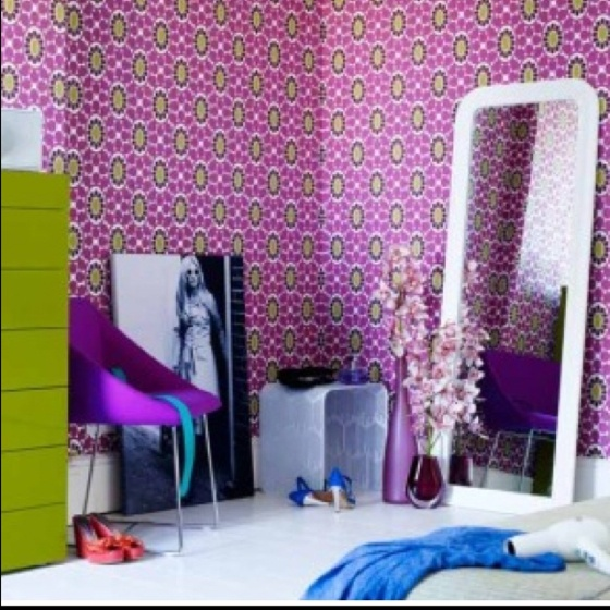 Via love the crazy wallpaper for a teen for Crazy bedroom wall designs