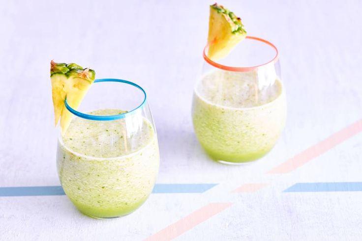 Basilicum in een smoothie met ananas appel en komkommer? De kruidige smaak doet het goed bij het frisse van het fruit - Recept - Allerhande