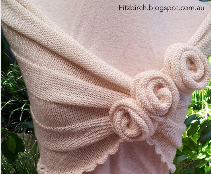 FitzBirch Crafts: Summer Rose Capelet (instrucciones completas y muy claras)