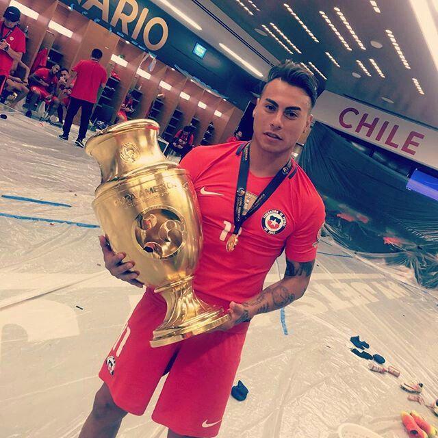 Edu vargas con la copa ámerica  centenario  2016