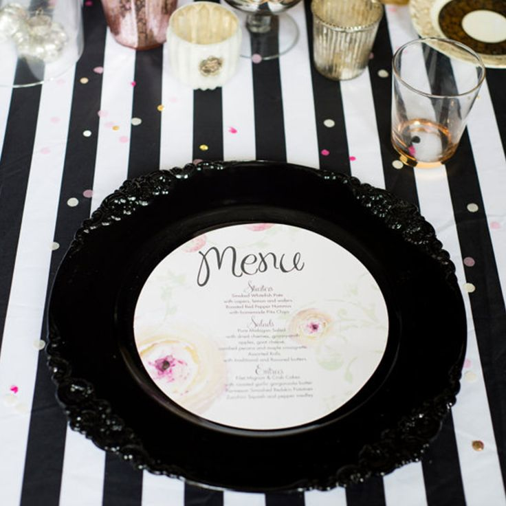 Sometimes things are better in black & white! 🖤For the bride with statement style, our monochrome stripe satin tablecloth is perfect!Available to purchase or hire here: etsy.me/2iNwZuf