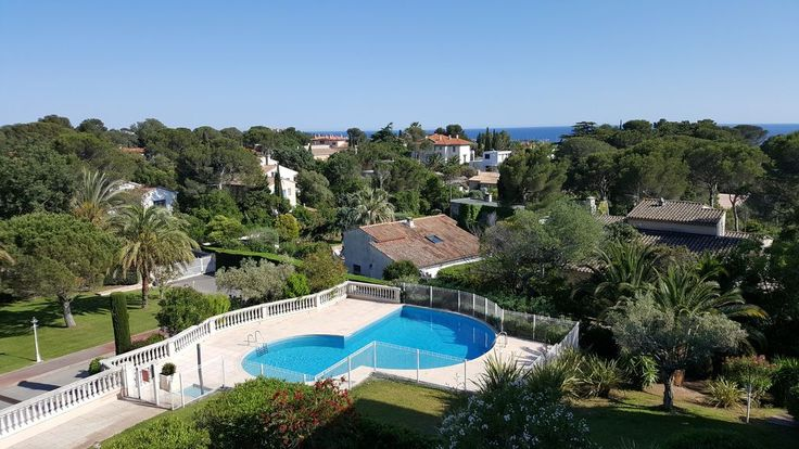 RESIDENTIAL AREA 1 KM FROM THE TOWN CENTER OF SAINT-RAPHAEL AND BEACHES Contact: 06 42 99 96 12 - sconques @ free. fr In a quiet environment, with an open view and south-west exposure this apartment (duplex) of 65 m² ...