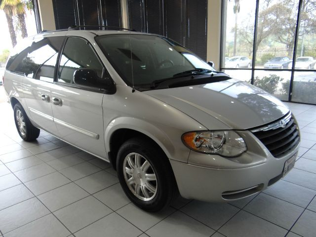2005 Chrysler Town and Country Touring 4dr Ext Minivan