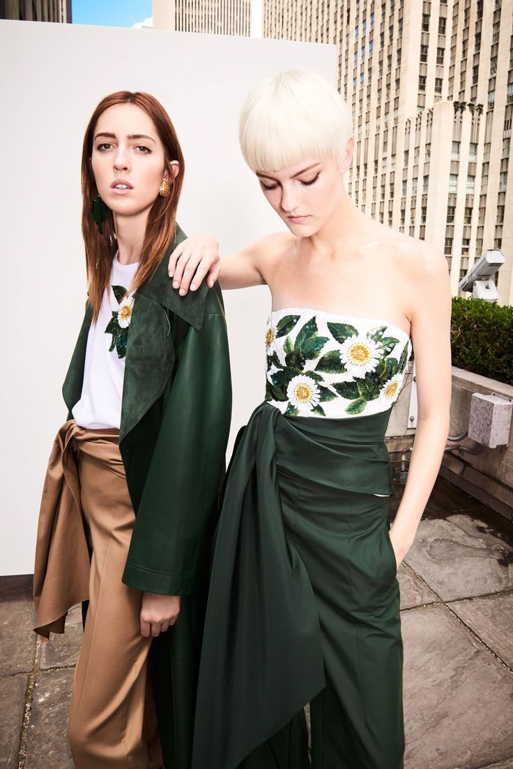 Check out the gorgeous looks from the Oscar de la Renta Resort 2018 Fashion Show.