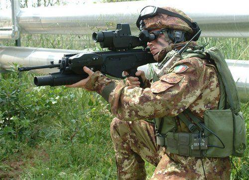 L'ARX-160 è attualmente in dotazione alle forze speciali italiane proprio per le opportune valutazioni in scenari operativi; allo stesso modo l'arma è stata data in dotazione ad 31° Reggimento Carri di Altamura per la valutazione operativa nell'ambito del programma di modernizzazione Soldato Futuro. L'arma è attualmente il naturale sostituto del fucile d'assalto AR 70/90 in dotazione alle Forze Armate italiane. Il nuovo fucile inoltre ha attirato l'attenzione  di alcune forze di polizia ed è…