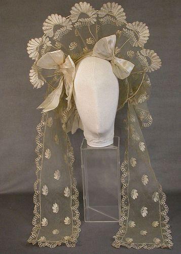 ca. 1825-1829, Hochzeitsschute aus Seidentüll und Spitze, USA?