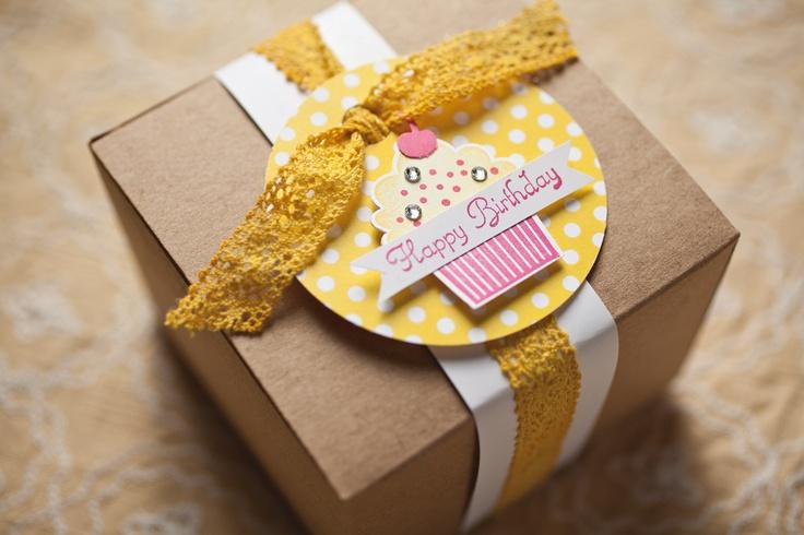 Dyed crochet trim to match tag.: Favors, Kraft Boxes, Su Designers, Boît Kraft, Emballag, 3D Projects, Boîtes Kraft, Etiquett, Matching Tags