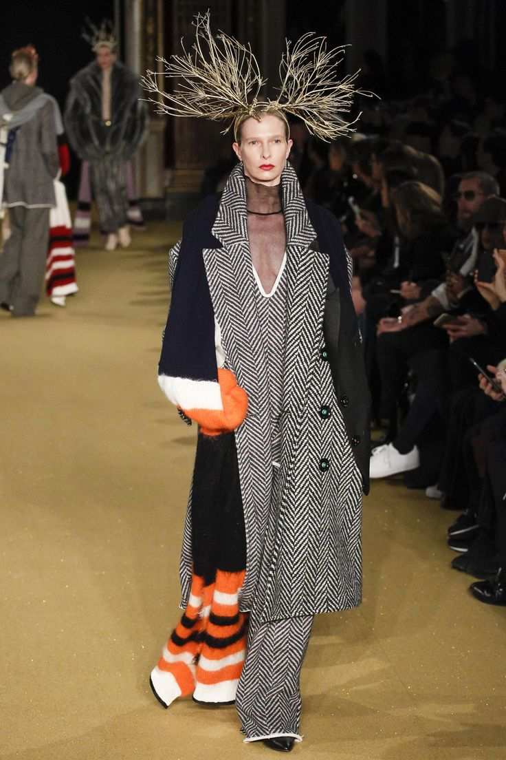 Undercover Fall 2016 Ready-to-Wear Fashion Show