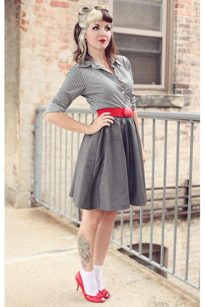 White-dotted-urban-outfitters-socks-charcoal-gray-a-line-h-m-skirt_400