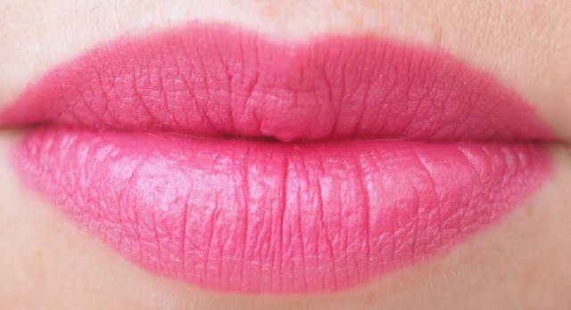 OSTOLAKOSSA: Minuutissa kestävään bilekuntoon: L'Oréal Infallible 24 H Lipcolor 121 Flawless Fuschia.