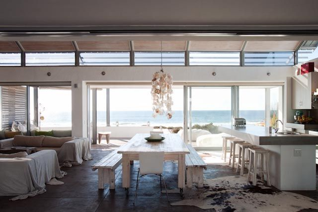 omigosh THE most gorgeous kitchen where you have to concentrate on your cooking not to stare at the dolphins every day (: