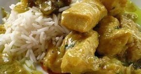 Fabulosa receta para Pollo al curry con leche de coco e higos secos. Se trata de un pollo al curry en el que no se utiliza la nata para hacerlo más cremoso sino la leche de coco. Estará acompañado de higos secos, por lo que tendrá un sabor diferente. Rico y fácil de hacer.