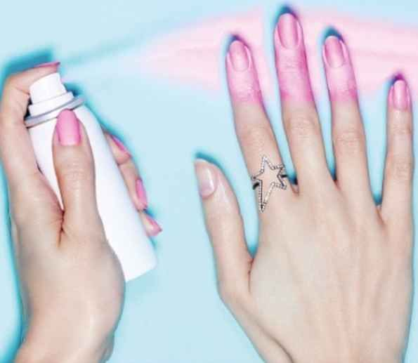 What!!! SPRAY-ON NAIL POLISH. http://www.buzzfeed.com/alisoncaporimo/mani-miracles?bffbstyle&utm_term=.ueypj35VO#.dalpMjNPD