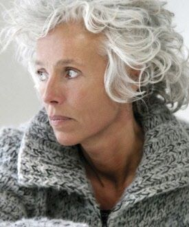 ...this looks more real than the models freshly styled hair. I like this. Oh, and have you ever noticed that on pinterest all women with 'notable' grey hair are also skinny. Kind of sucks.