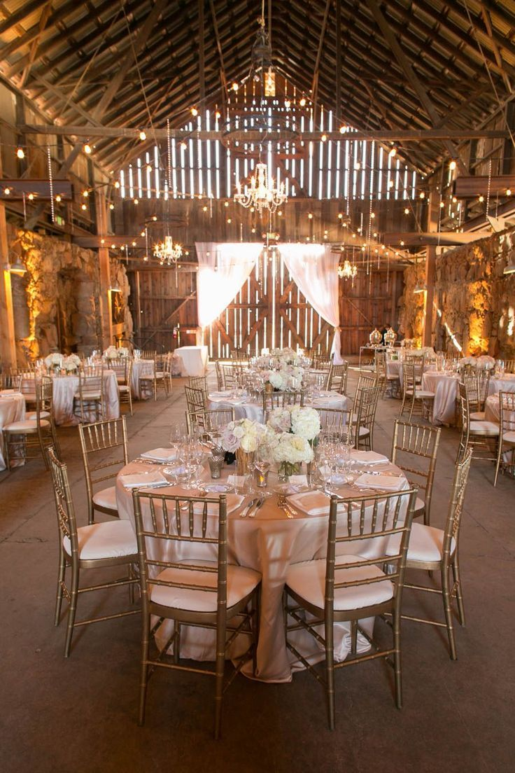 35 Cozy Barn Decor Ideas for Your Fall Wedding