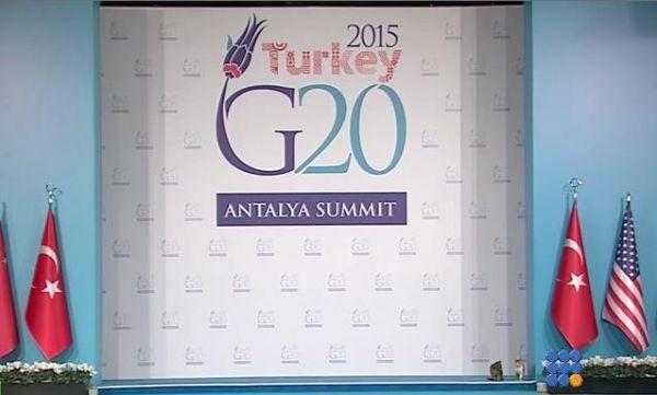 WebBuzz du 16/11/2015: Des chats passent les systèmes de sécurité du G20-Turkey cats break throughts G20 security  Alors que la sécurité devrait être au maximum au G20, des chats turques jouent à la reception   http://noemiconcept.com/index.php/fr/departement-informatique/webbuzz-tech-info/207041-webbuzz-du-16-11-2015-des-chats-passent-les-syst%C3%A8mes-de-s%C3%A9curit%C3%A9-du-g20-turkey-cats-break-throughts-g20-security.html#video