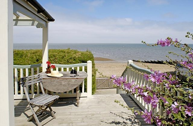 Cottage in Whitstable, UK   http://www.homebunch.com/page/6/
