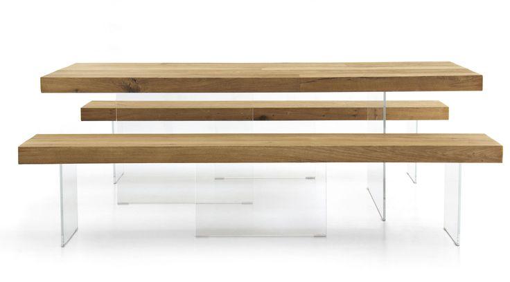 Il tavolo Air Lago è un tavolo di design che sembra galleggiare grazie alle gambe in vetro. E' perfetto per soggiorno, cucina, ufficio e spazi di lavoro.