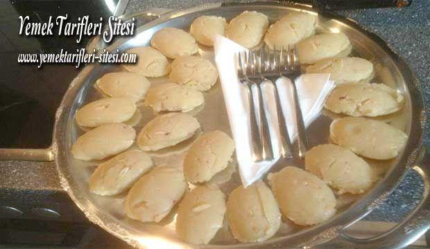 Sütlü Un Helvası Tarifi   Yemek Tarifleri Sitesi - Oktay Usta - Harika ve Nefis Yemek Tarifleri