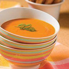WOW! J'ai fait ce velouté de carottes déjà plusieurs fois...tout simplement délicieu!   -6 t. de bouillon de poulet -12 carottes -2 oignons espagnol -2 c. à thé de curcuma -3 c. à soupe d'huile d'olive  Émincer les légumes. Dans une casserole, chauffer l'huile et faire revenir les oignons jusqu'à ce qu'ils soient translucides. Ajouter les carottes, le bouillon, le curcuma et laisser mijoter pendant 30 min, jusqu'a ce que les carottes soient tendres. Reduire en purée à l'aide d'un mélangeur!