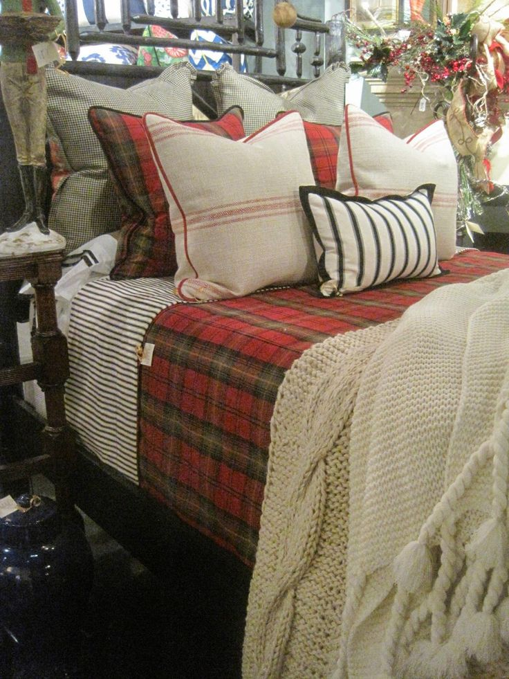 Decorated Chaos  Christmas at Nell Hills The Grand Tour  Christmas Bedroom  DecorationsChristmas. Best 25  Christmas bedroom ideas on Pinterest   Christmas bedding