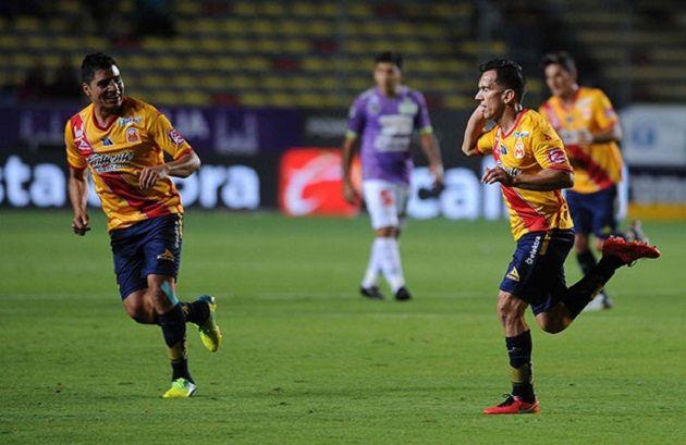 El triunfo del sábado en el juego pendiente de la fecha 6 no solamente hizo reaccionar a Monarcas Morelia, sino que de paso se puso a un punto de Chivas ...
