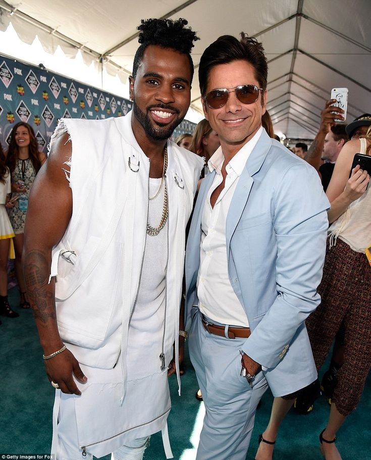 Happy fellows: Singer Jason Derulo mingled with Fuller House star John Stamos behind-the-scenes at the Teen Choice Awards