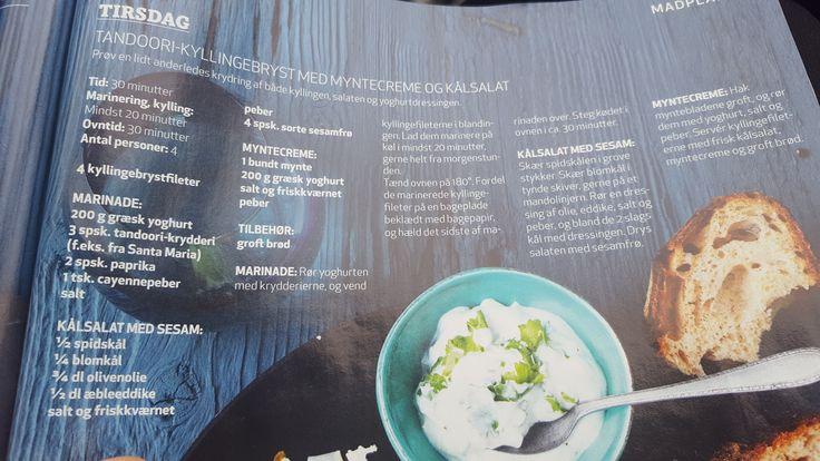 Tandoori-kyllingebryst med myntecreme og kålsalat