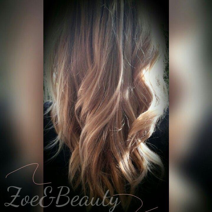 Gesträhnte Haare....eine Mischung aus kühlen und warmen Blondtönen