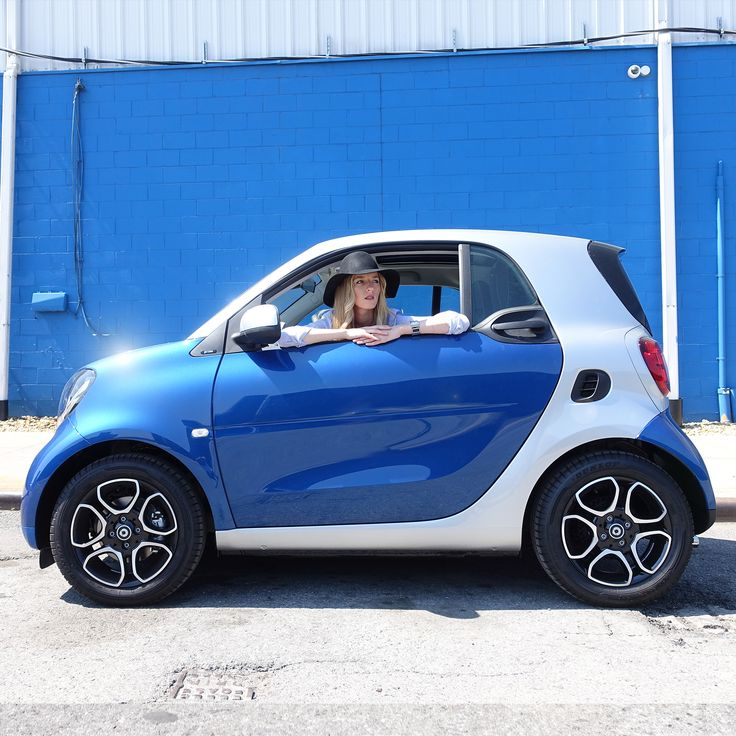 With their high sheen finish, the 2016 smart's spoke alloy wheels are as impressive still as they are in motion. You're going to want to show them off.