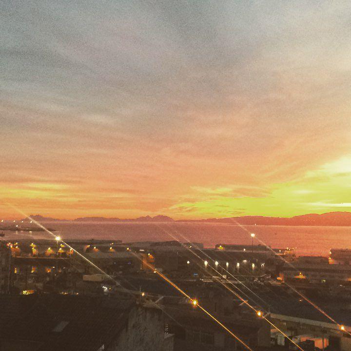 Atardecer en Vigo ahora mismo #Now #sunset  #sun #pretty #beautiful #red #orange #pink #sky #skyporn #cloudporn #nature #clouds #horizon #instagood #gorgeous #warm #view #night  #silhouette #instasky #all_sunsets #Vigo #galicia #sea