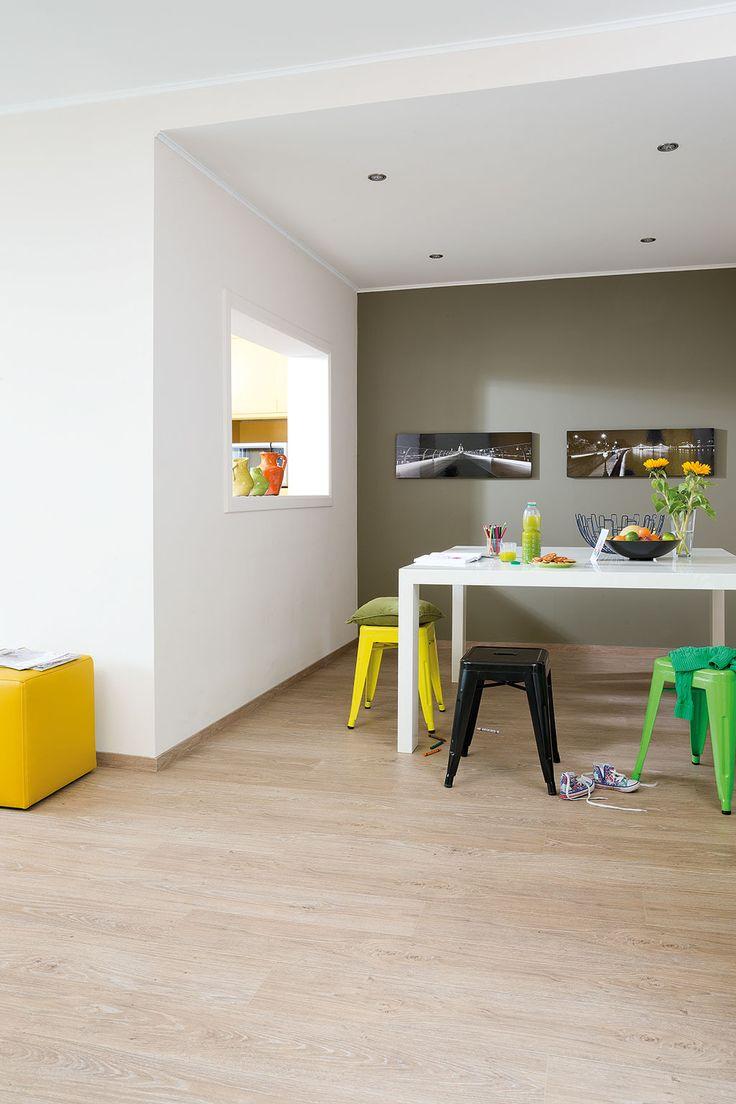 quick step livyn flooring essential click v4 39 classic oak light beige planks 39 esc001 in a. Black Bedroom Furniture Sets. Home Design Ideas